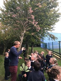 Biodiversity expert,Patrick Hunt, visits Junior Classes