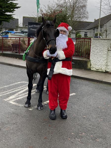 Santa arrives to Scoil Niocláis Naofa